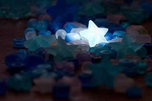 étoile brillante dans la nuit